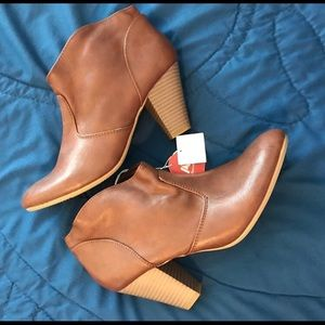 Ankle boots NWT sz 9.5 American Eagle payless